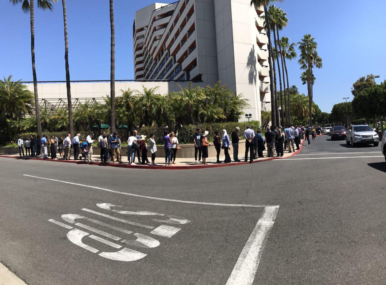 صف طولانی رایدهی در کالیفرنیا