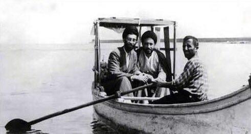 رهبر سوار قایق