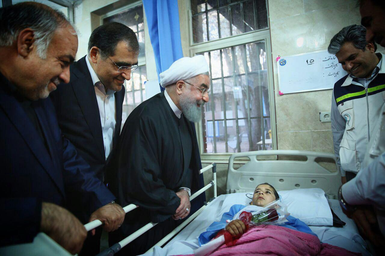عیادت رئیسجمهور از مصدومان زلزله +عکس