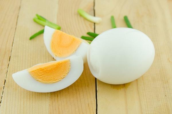 تخم مرغ آب پز