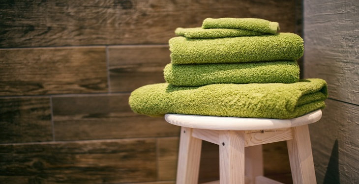Bathing-and-using-towels
