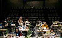 تولید ماسک در سالن تئاتر «حافظ» +عکس