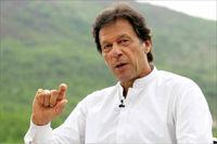 عمران خان به جای ماشین با هلیکوپتر به دفتر کار میرود