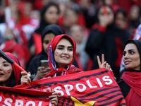 در ماجرای تعویق لیگ فوتبال، پای زنان در میان است؟