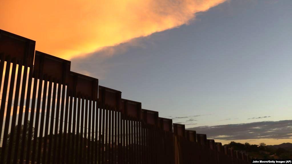 تصور شما از ابعاد دیوار فولادی در مرز مکزیک و آمریکا چیست؟ +فیلم