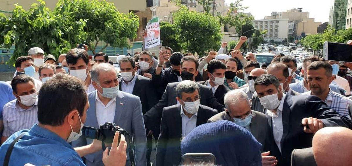 شعار عجیب طرفداران احمدی نژاد! + فیلم