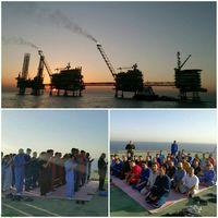 نماز عیدفطر در سکوی نفتی +عکس