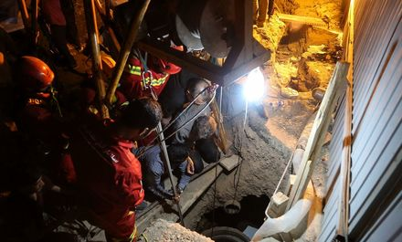 ریزش چاه در نزدیکی متروی قم +عکس