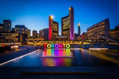 چراغهای نماد تورنتو به احترام کشتههای زلزله خاموش شد