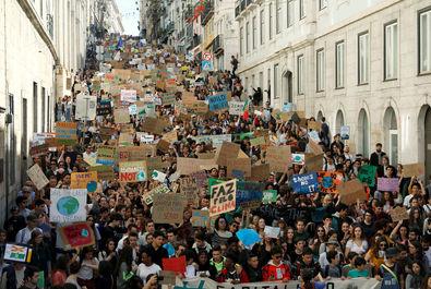 تظاهرات دانشجویان معترض به تغییرات آبوهوایی