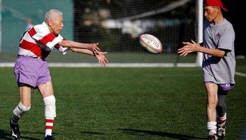 تقویت روحیه پیرمردها به روش ژاپنی! +عکس