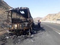 یک دستگاه اتوبوس در محور جیرفت آتش گرفت +عکس