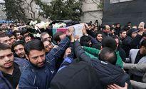 تشییع پیکر شهدای خیابان پاسداران روی دوش مردم +عکس