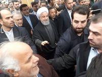 حضور رئیس جمهور در خیابان آزادی در جمع راهپیمایان +فیلم