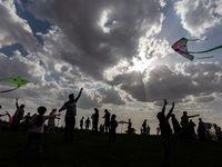 پرواز بادبادکهای رنگین در آسمان قزوین +تصاویر