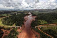 لحظه مرگبار ریزش سد در برزیل +فیلم