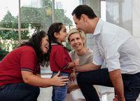 دیدار بشار اسد و همسرش با دانشجویان +عکس