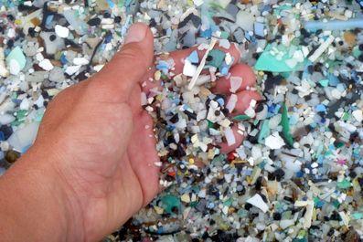 سونامی پلاستیک