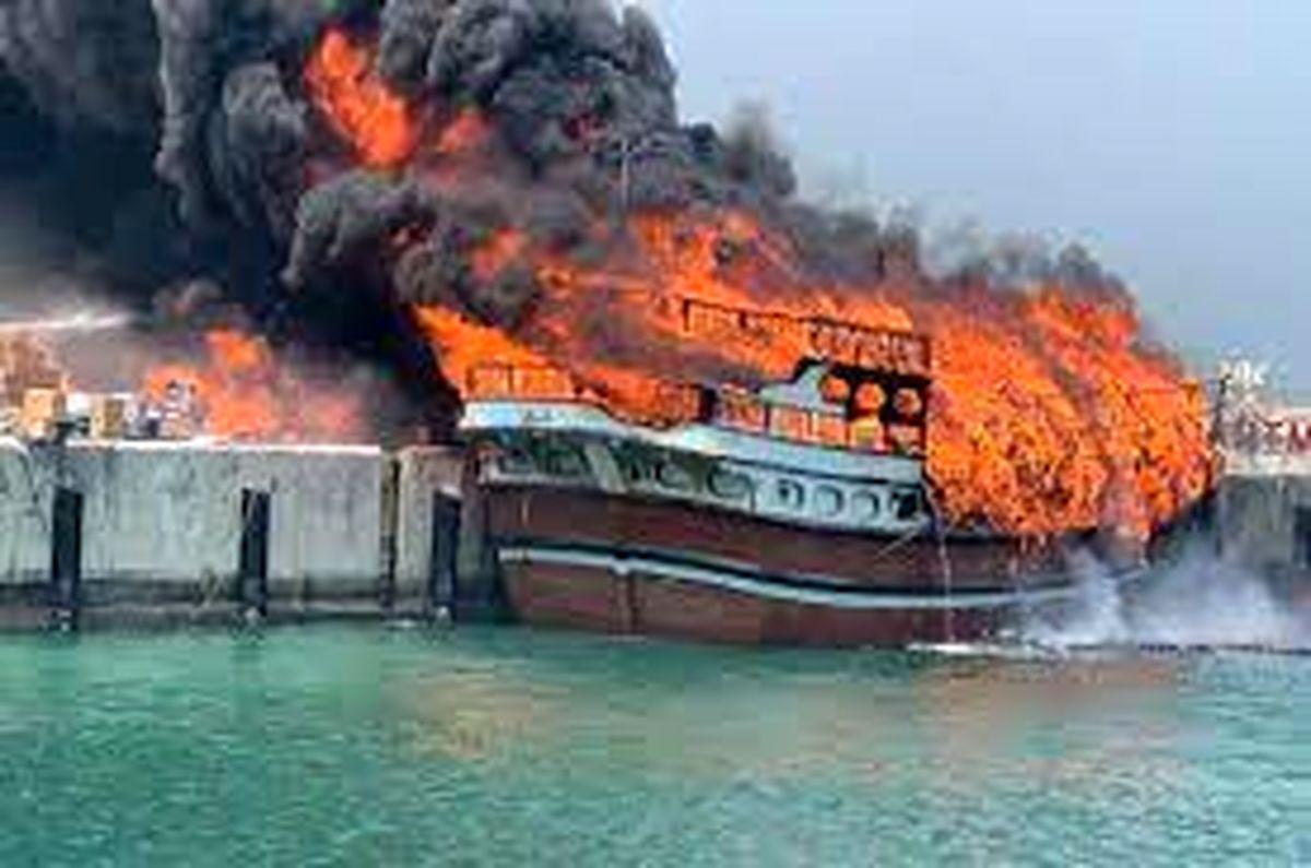 آتش سوزی در یکی از کشتیهای نیروی دریایی ارتش