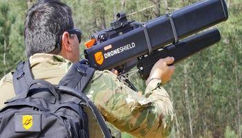 سلاحی عجیب برای مقابله با پهپاد! +تصاویر