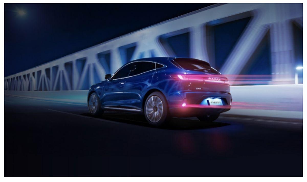 ورود هوآوی به بازار خودروهای الکتریکی هوشمند با آغاز فروش خودروی SERES SF5