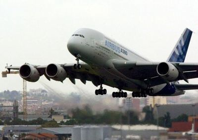 داخل هواپیما آب نخورید!