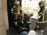 سقوط گاوصندوق ۲۰۰کیلویی بر روی مرد جوان +تصاویر