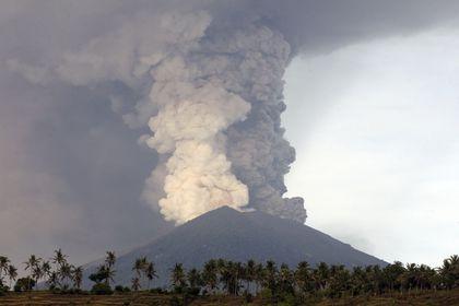 فوران آتشفشان در کوه بالی اندونزی +تصاویر