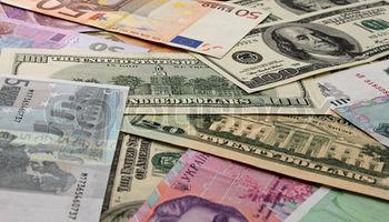 شرایط جدید بازار ثانویه ارز برای تجار تعیین شد/ خرید ارز برای گروه کالایی ۲ و ۳ میسر شد