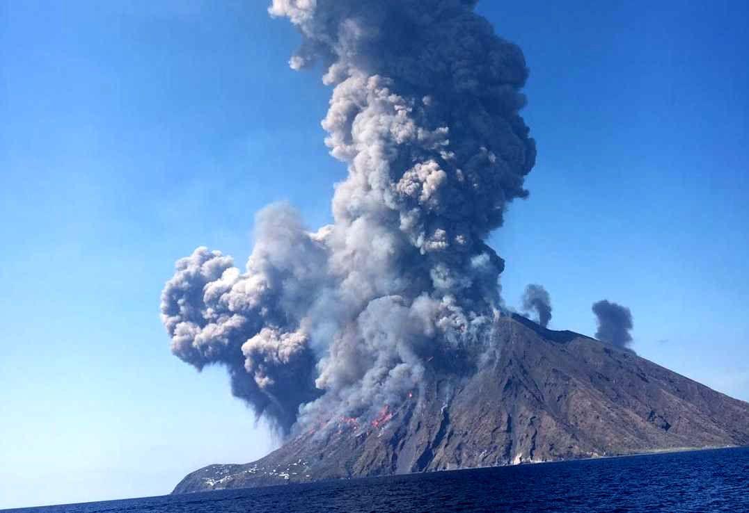 فوران آتشفشان در ایتالیا