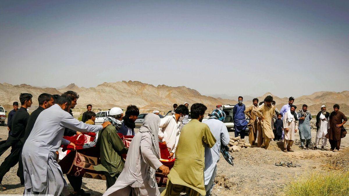 گازوییلکشی، شغل جدید مردم در روستاهای مرزی سیستان