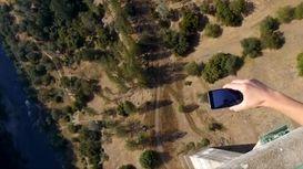 پرتاب آیفون ایکس از بالای ساختمان پل ۳۰۰ متری +فیلم