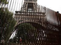 فرانسه دور برج ایفل دیوار کشید