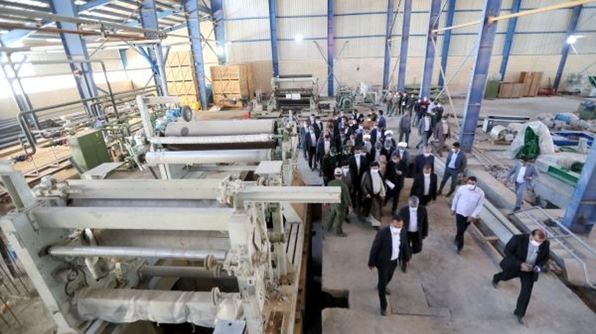 بازدید رییسی از کارخانه در حال ساخت کاغذ زاگرس