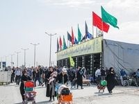 برپایی موکبهای خدمت رسانی به زائران در پایانه مرزی مهران +عکس