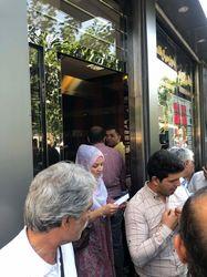 مردم منتظر بازگشایی صرافیها