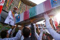 تصاویر تاثیرگزار از تشییع شهدای ناوچه کنارک