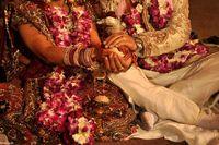 عروس و داماد در مراسم جشن عروسی شنا سوئدی رفتند!  + فیلم