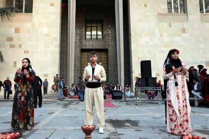 جشنواره انار اورامان در نیاوران +عکس