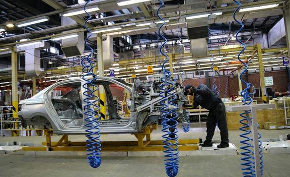 دولت به جای وعده دادن دست از قیمت گذاری خودرو بردارد