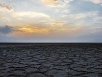 اشک پیرمرد کشاورز از آشتى آب با کویر +فیلم