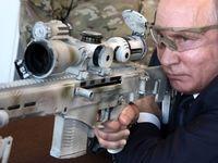 پوتین دست به اسلحه شد +عکس
