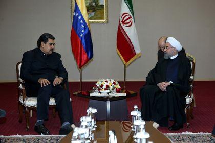 دیدار روحانی و مادورو در آستانه +عکس