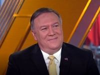 پمپئو در یک نشست خبری در حال صحبت در مورد ایران است
