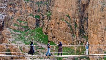 بزرگترین پل معلق خاورمیانه در پلدختر تخریب شد