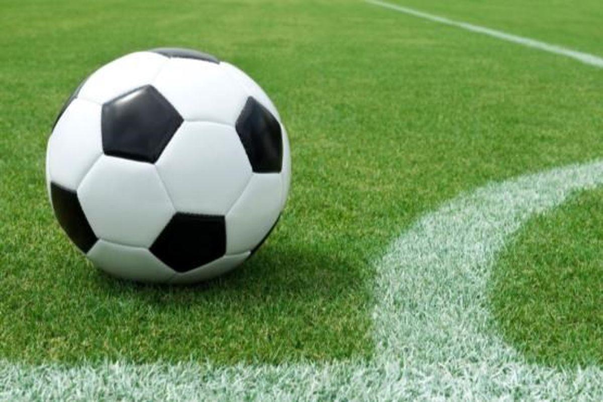 افطار فوتبالی در جریان مسابقه! +فیلم