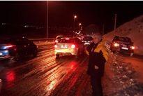 امداد رسانی به مسافران گرفتار در جاده دماوند