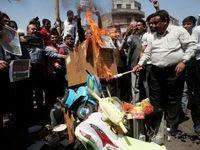 بازرگانان هندی کالاهای چینی را به آتش کشیدند +عکس