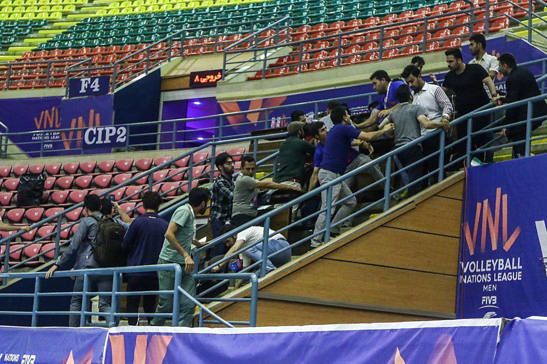 (تصویر) درگیری در پایان دیدار تیمهای والیبال ایران و استرالیا