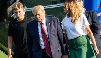 عکس پسر ترامپ در کنار پدر و مادرش خبرساز شد! +تصاویر